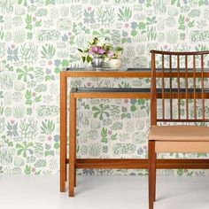Josef Frank equipped himself with books about herbs and flowers. Then he created beautiful print compositions such as the Söndagsmorgon wallpaper. - Wallpaper Söndagsmorgon, Non-Woven, Söndagsmorgon, Pink, Josef Frank Adhesive Wallpaper, Wallpaper Samples, Home Wallpaper, Pattern Wallpaper, Josef Frank Tapet, Cole Son, Black And White Wallpaper, Swedish Design, Houses