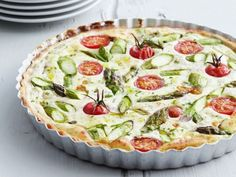 Ricotta-Tarte mit grünem Spargel und Tomaten - - Ricotta-Tarte mit grünem Spargel und Tomaten Grüner Spargel Ricotta tart with green asparagus and tomatoes Pizza Recipes, Crockpot Recipes, Vegetarian Recipes, Superfood, Plats Healthy, Cooking Dishes, Healthy Meals To Cook, Asparagus Recipe, Eat Smarter