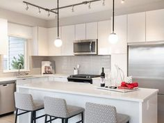 Check out this 2 Bedroom apartment on Zumper Condos For Rent, Rooms For Rent, 2 Bedroom Apartment, Central Heating, Resort Style, Custom Cabinetry, Renting A House, Living Area, Hardwood Floors