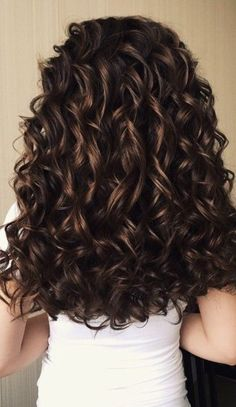 soft curls Want to wake up with curls but can't decide between spiral perm vs regular perm? We're telling you everything you need to know about spiral perm hairstyles! Curly Hair Styles, Curly Hair Tips, Long Curly Hair, Medium Hair Styles, Natural Hair Styles, Curly Perm, Perms For Long Hair, Curly Hairstyles For Medium Hair, Spiral Perm Long Hair