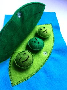 Felt peas in a pod - quiet book - toddler activity book - peas in a pod - busy book peas