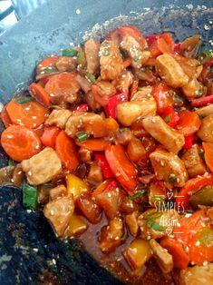Esse Porco ao molho agridoce é muito fácil de fazer e fica delicioso. É um prato completo só precisa de um arroz branco para acompanhar.
