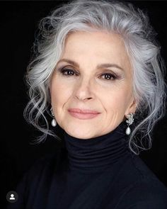 Tatiana Neklyudova - All For Hair Cutes Silver White Hair, Grey Hair Inspiration, Gray Hair Growing Out, Peinados Pin Up, Long Gray Hair, Ageless Beauty, Aging Gracefully, Great Hair, Hair Today