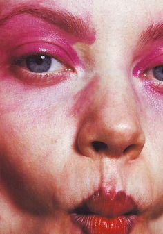 kiss kiss Face Off - The Face January 1998 Movie Makeup, Makeup Art, Beauty Makeup, Hair Makeup, Hair Beauty, The Face Magazine, Kiss Face, David Sims, High Fashion Makeup