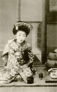 "Hakobi-temae 1910s (by Blue Ruin1) "" Osaka maiko (apprentice geisha) Yachiyo II, performing a hakobi-temae, now more commonly referred to as a hakobi-date, tea ceremony. Hakobi means ""to carry"", temae means ""the ritual preparation of tea"". This is..."
