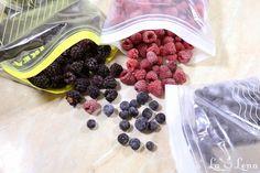 Puteti sa congelati orice fructe de padure - zmeura, afine, mure sau coacaze si sa va bucurati de ele iarna fara remuscari si pline de vitamine, doar urmati... Blackberry, Raspberry, Food, Essen, Blackberries, Meals, Raspberries, Yemek, Rich Brunette