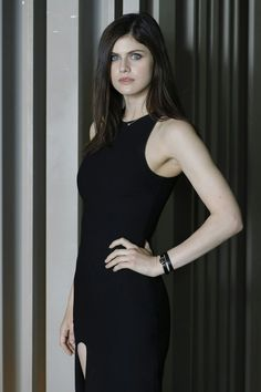 Celebrities - Alexandra Daddario Photos collection You can visit our site to see other photos. San Andreas Actress, Alexandra Daddario Images, Monica Belluci, Woman Movie, Baywatch, Elle Fanning, Celebs, Celebrities, Percy Jackson