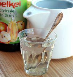 Acqua e aceto (di mele) | http://www.ilpastonudo.it/cibo-che-cura/acqua-e-aceto-di-mele/