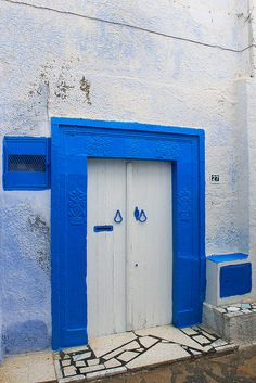 1000 images about doors on pinterest morocco blue - La porte bleue en belgique ...