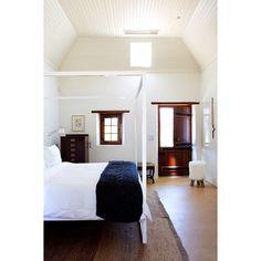 White four-poster bed. Room in Babylonstoren hotel. Minimalist Home Decor, Minimalist Bathroom, Four Poster Bed, Soho House, White Space, White Bathroom, Living Spaces, Bed Room, Inspiration