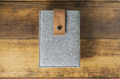 A stylish and all natural case for your iPad mini made with thick premium quality German wool felt and vegetable tanned Italian leather that helps you to stand out of the plastic and rubber crowd, providing soft grip and strong protection for your precious iPad.