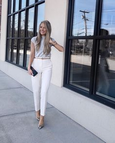 Got a thing for neutrals! ❤️ You probably recognize this wool blend short sleeved sweater and these beautiful cream pants from last… Source by ruivasc outfit women winter Classy Business Outfits, Business Professional Outfits, Business Attire, Office Outfits Women, Outfit Office, Office Wear, Everyday Outfits, Trendy Outfits, Cream Pants