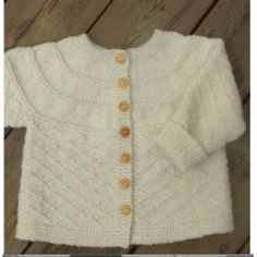 Billedresultat for babystrik gratis Knitting For Kids, Baby Knitting Patterns, Crochet For Kids, Knitted Baby Cardigan, Baby Pullover, Baby Barn, Baby Girl Sweaters, Kids Outfits, Kids Fashion