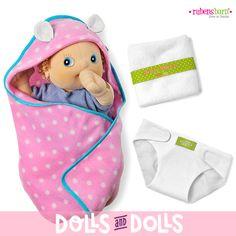 A los #muñecos #RubensBaby les encanta que les cuiden. Su set de cambio incluye dos toallitas, un pañal y una mantita-cambiador para que siempre estén aseados. Estos muñecos son los más pequeños de la familia #RubensBarn. Puedes ver todos los complementos que tenemos disponibles en nuestra web. #Dolls #Muñecas #MuñecosDeTela #MuñecosDeTrapo #HandMade #HandMadeHappiness #Bonecas #Poupées #Bambole