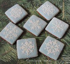 Last snowflakes by Piernikowe Serca