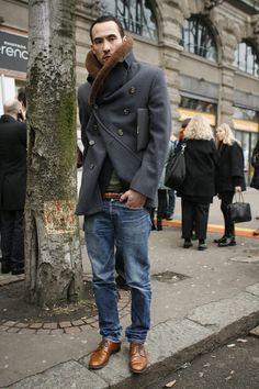 double breasted + fur collar + slim jeans + brogues