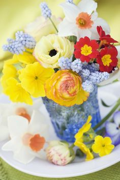 Can't choose just one? Turn to spring staples like poppies, daffodils, and grape hyacinths for an eclectic but visually cohesive bouquet of flowers.