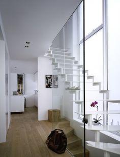 Schmale Wand unterteilt offen Wohnraum