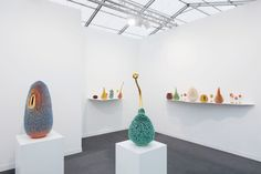 Haas Brothers designs alien-like objects with tentacles created by multiple brush strokes Frieze Art Fair, Stone Stairs, Deep Sea Creatures, Tentacle, Brush Strokes, Floating Shelves, Objects, Furniture, Ceramic Sculptures
