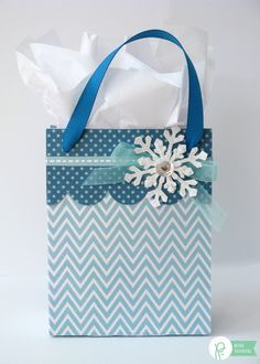 Winter Snow Themed Gift Packaging by Mendi Yoshikawa using & collection from Christmas Home, Christmas Crafts, Birthday Wishes, Birthday Gifts, Simple Snowflake, Winter Birthday, Xmas Cards, Gift Packaging, Little Gifts