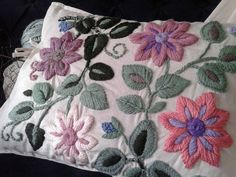 Marvelous Crewel Embroidery Long Short Soft Shading In Colors Ideas. Enchanting Crewel Embroidery Long Short Soft Shading In Colors Ideas. Cushion Embroidery, Floral Embroidery Patterns, Hand Embroidery Flowers, Crewel Embroidery, Hand Embroidery Designs, Embroidered Flowers, Seed Stitch, Cross Stitch, Mexican Embroidery