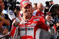 Andrea Dovizioso alzó el Gran Premio MotoGP en Cataluña #Deportes #Motociclismo