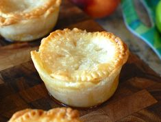 Individual Mini Peach Pies - use canned peach halves and pre-made refrigerated pie crust to make mini pies using a cupcake pan! Mini Peach Pies, Mini Pies, Mini Desserts, Just Desserts, Delicious Desserts, Cupcakes, Cupcake Cakes, Pineapple Pound Cake, Crockpot