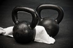 So you want to build big and powerful chest muscles? Huge big pectoral muscles (pecs) or chest muscles that command respect and adoration? Kettlebell Training, Kettlebell Workout Routines, Kettlebell Circuit, Triceps Workout, Easy Workouts, Workout Guide, Workout Videos, Boot Camp Workout, Muscle Fitness