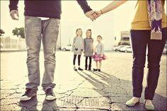 Belle photo de famille originale ! Venez poster vos plus belles photos en famille sur nosdelicieuxmoments.fr !