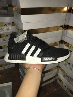 Porter Chaussures Femme Homme Adidas NMD R1 Oreo Blanche Pas Cher 57773564caf2