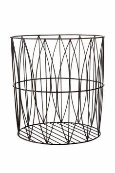 Ellos Home Korg i retrodesign. Tillverkad av metalltrådar. Höjd 37, Ø 35 cm.