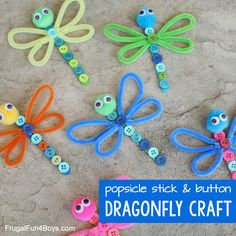 Make an adorable dragonfly craft out of popsicle sticks, buttons, and other simple supplies from your craft stash. Awesome craft for kids. Button Crafts For Kids, Popsicle Stick Crafts For Kids, Crafts For Kids To Make, Popsicle Sticks, Craft Stick Crafts, Preschool Crafts, Art For Kids, Kids Crafts, Popsicle Art