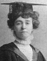 ...Emily Davison, sufragista britânica influente, que várias vezes mostrou-se disposta a morrer pela causa que acreditava.