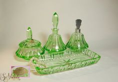 Antique cut green crystal vanity set of 6 pieces made by #Fakiris in Reinerz (Prussia - Silesia), #Reinerzer_Kristallglaswerke - Fa Knittel in the period between 1892 and 1928.  This dressing table / boudoir set has a stunning bright green colo(u)r and consists of a perfume atomiser (atomizer), comb tray, a round lidded box and a decanter with a stopper. Truly gorgeous! On offer by #SoVintastic on #Etsy