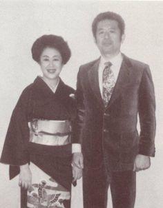 Hatsumi Masaaki e sua esposa Mariko Sama.