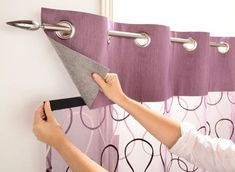 Cortinas con recogedores en tiras Curtains with strippers Curtain plank foundMolded curtain-grain arFabric curtain panel Home Curtains, Curtains With Blinds, Kitchen Curtains, Sewing Curtains, Window Valances, Custom Curtains, Curtain Patterns, Curtain Designs, Rideaux Design