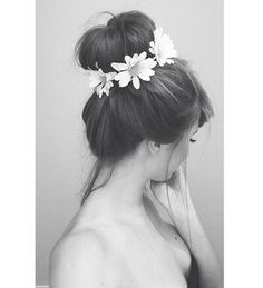 Gorgeous bun circled in flowers. Could be a great look for my bridesmaids but with smaller flowers! What do you think, lovelies? @cmrogan @mckenziepitts18 @courtneydarion