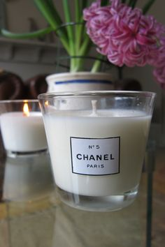 DIY candles – I made my own, including one with Chanel candle fragrance. Ea… DIY candles – I made my own, including one with Chanel candle fragrance. Easy instructions, no fancy equipment, just a crockpot! Related posts: How to make Fragrance Gel Candles Homemade Candles, Scented Candles, Candle Jars, Candle Holders, Candle Craft, Candle Shop, Soy Candles, Decoration Chic, Chanel Decor