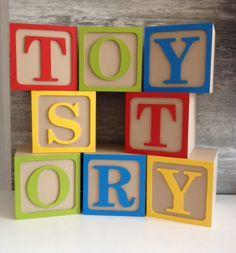 Nomes em Cubos GIGANTE  Modelo Toy Story  Consulte-nos para um orçamento personalizado  Letras para decorar a festa do seu filho que depois se transformam em lindo objeto de decoração para sua casa  Cubos de 12cm x12cm