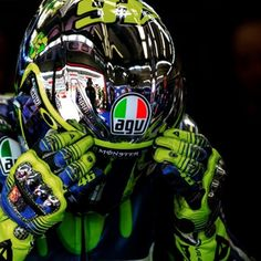 Valentino Rossi -- In the Air Tonight -- 2016 What the Hell, this Clip is adorable! Valentino Rossi Helmet, Valentino Rossi Logo, Valentino Rossi Yamaha, Agv Helmets, Racing Helmets, Ducati, Yamaha R1, Grand Prix, Monet