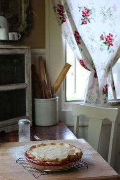 .Perfect pie...sitting on the kitchen table in an old farmhouse...