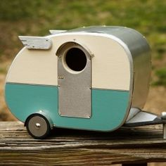 Handmade birdhouses taking inspiration from the 1940's vintage campers.
