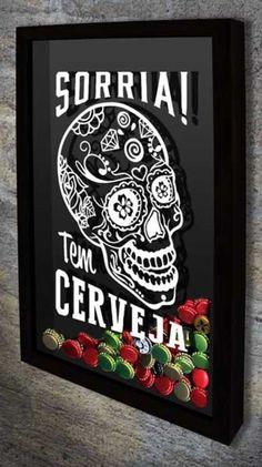 """Quadro para Tampinhas de Cerveja - Sorria! Tem Cerveja Com o desenho de uma caveira mexicana e a frase: """"Sorria! Tem cerveja"""""""