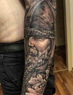 ▷ 1001 cool and realistic Viking tattoos to inspire ▷ 1001 coole und realistische Viking Tattoos zum Inspirieren nordic tattoo, viking, man with helmet, arm tattoo