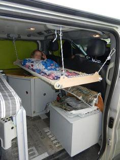 Lit hamac a l'arrière du van