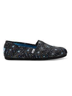 We're feeling the chemistry of this shoe. TOMS men's Black Atoms Classics.