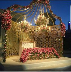 Mesmerize your guests with the charm of these engagement stage decorations ideas. Discover about the latest Engagement Stage Decoration Ideas with this post. Engagement Stage Decoration, Wedding Backdrop Design, Wedding Hall Decorations, Wedding Stage Design, Desi Wedding Decor, Luxury Wedding Decor, Wedding Reception Backdrop, Marriage Decoration, Wedding Mandap