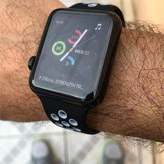 Uma das coisas legais/úteis do Apple Watch: Usar uma Watchface personalizada para esportes com atalhos/complications para cronometro contador de calorias monitor de exercícios e música   Sim depois que termina tudo eu dou swipe e volto pro Mickey hehehe #applewatch