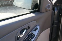 How to Fix Squeaky Power Windows in a Car