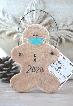 Salt Dough Christmas Ornaments, Christmas Tree Ornaments, Christmas Decorations, Holiday Decor, Ornaments Design, Handmade Ornaments, Handmade Gifts, Diy Christmas Gifts, Christmas Holidays